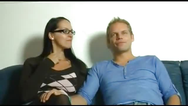 Deutsches Paar fickt mit einer Milf zu dritt